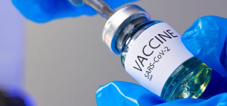 Народный фронт запустил горячую линию по вакцинации. Об этом пишут федеральные издания.