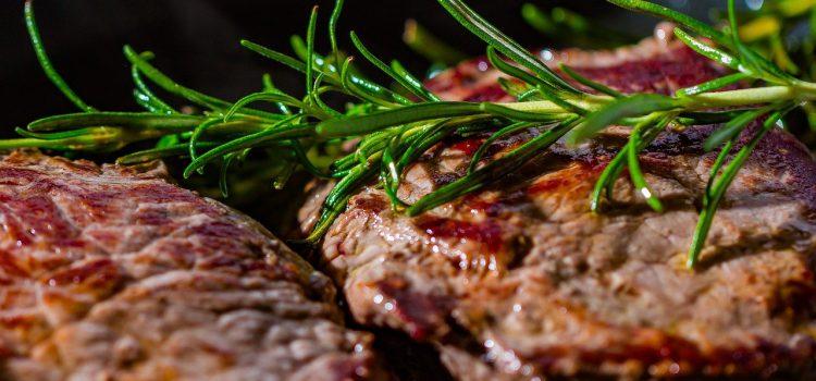 Врачи напомнили в одном из федеральных изданий о правилах приготовления красного мяса.